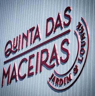 Quinta das Maceiras - Letras recortadas em PVC 19mm, lacadas a cor.